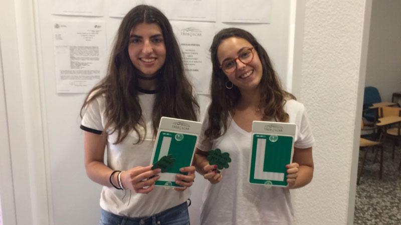 Autoescuela Trebolcar - Examen práctico. Lucia y María José aprobadas