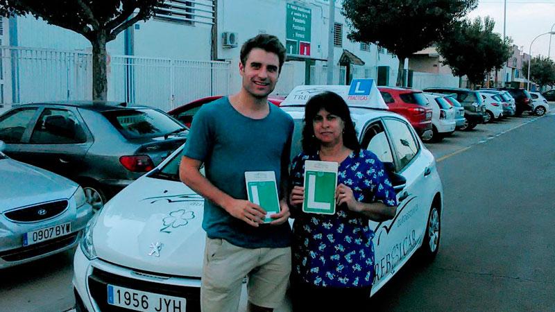 Autoescuela Trebolcar - Examen práctico. Andrés y Sonia, aprobados.