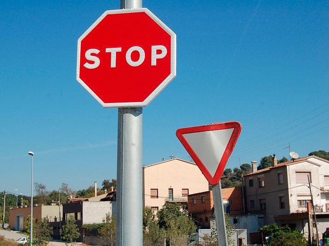 Ceda el paso + Stop