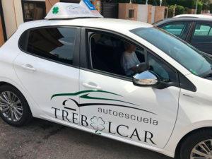Autoescuela Trebolcar. Vehículo