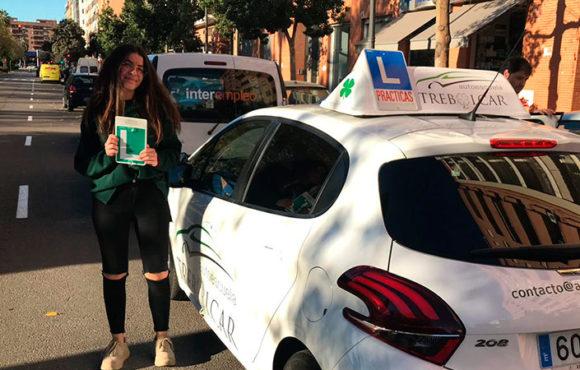 Sofía cierra un año de aprobados del carnet
